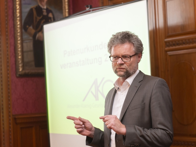 Prof. Dr. Bernhard Misof spricht Grußworte an die Patinnen und Paten