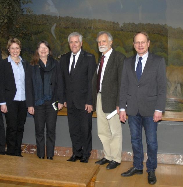 Dr. Dorothee Killmann, Umweltministerin Ulrike Höfken (Rheinland-Pfalz), Prof. Dr. Eberhard Fischer, Prof. Dr. Wolfgang Wägele und Harald Egidi (vlnr) unterstützen die Biodiversitätsforschung.