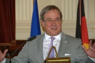 Ministerpräsident des Landes Nordrhein-Westfalen, Armin Laschet, bei seiner Rede im Festsaal des Museums Koenig.